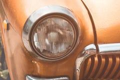 Scheinwerfer auf einem alten Auto Flache Schärfentiefe Lizenzfreies Stockfoto