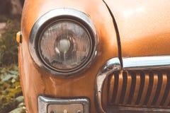 Scheinwerfer auf einem alten Auto Flache Schärfentiefe Lizenzfreie Stockfotos