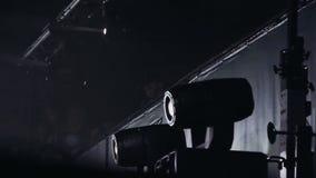 Scheinwerfer auf Stufe Laibungen stock video