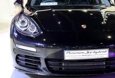 Scheinwerfer blaue Porsche-Reihe Panamera Se-hybriden Luxussports Lizenzfreies Stockbild