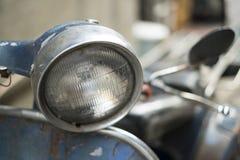 Scheinwerfer des alten klassischen Weinlesemotorrads Stockfoto