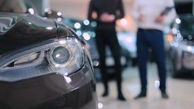 Scheinwerfer des Elektroautos stock video