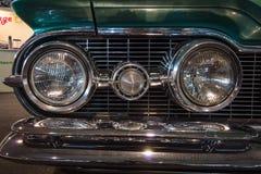 Scheinwerfer eines Größengleichautos Oldsmobile Super88, 1959 Lizenzfreie Stockfotos