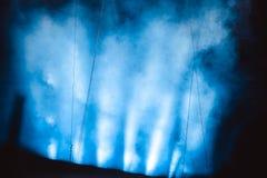 Scheinwerfer im Rauche Stockbild