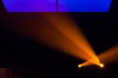 Scheinwerfer, Lichter auf Stadium Lizenzfreie Stockbilder