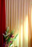 Scheinwerferlicht auf einem Vorhang Stockbild