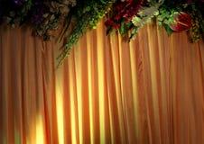 Scheinwerferlicht auf einem Vorhang Stockfotos