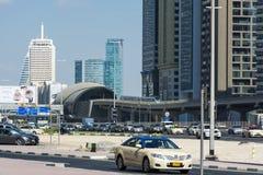 SchejkZayed väg och tunnelbanastation royaltyfri bild