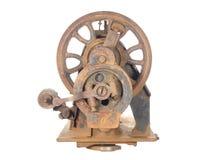 Scheletro arrugginito di una macchina per cucire antica. Fotografia Stock