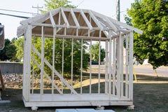 Scheletro di legno di piccola costruzione in costruzione Immagini Stock Libere da Diritti