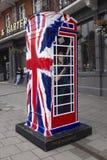 Schellen Sie einen königlichen Telefonkasten Stockfotos