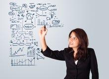 Schema ed icone di affari del disegno della donna sul whiteboard Fotografia Stock