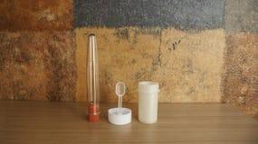 Schemel- und Urinbeispielglas Stockbilder