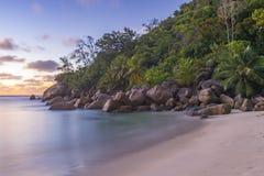 Schemer op Tenger Anse-strand, Seychellen royalty-vrije stock afbeeldingen