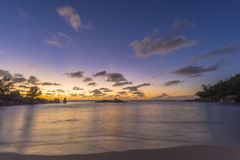 Schemer op Tenger Anse-strand, Seychellen royalty-vrije stock afbeelding