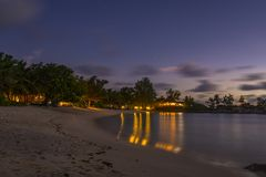 Schemer op Tenger Anse-strand, Seychellen stock afbeeldingen