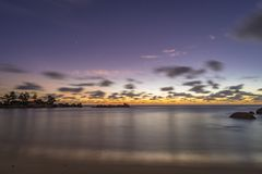 Schemer op Tenger Anse-strand, Seychellen stock foto
