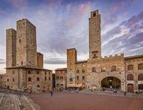 Schemer in San Gimignano, Italië Stock Afbeelding
