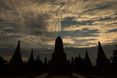 Schemering bij Pagode in Wat ChaiWatthanaram 3 Royalty-vrije Stock Fotografie