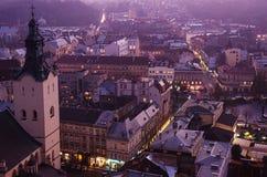 Schemering in Lviv Stock Foto's