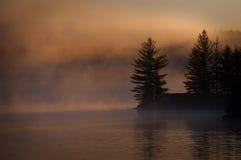 Schemering op het meer Stock Foto