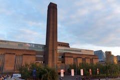 Schemering op Tate Modern Gallery in Londen, het Verenigd Koninkrijk stock foto's