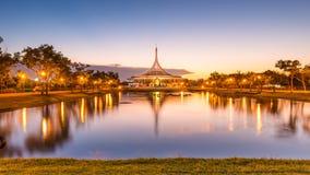 Schemering Rama 9 park Thailand Stock Foto's