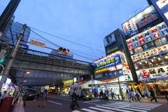 Schemering van Akihabara-het winkelen gebied wordt geschoten dat Stock Foto's