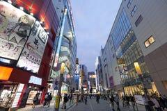 Schemering van Akihabara-het winkelen gebied wordt geschoten dat Stock Foto