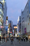 Schemering van Akihabara-het winkelen gebied wordt geschoten dat Royalty-vrije Stock Foto