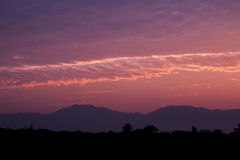 Schemeringhemel in de ochtend en het landschap van berg Royalty-vrije Stock Foto