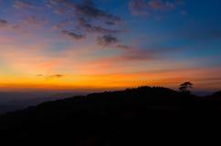 Schemeringlicht op berg Stock Foto
