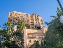 Schemeringstreek: Het Hotelrit van de Hollywoodtoren in Disney Stock Foto's