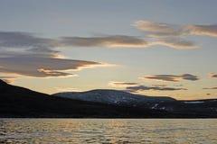 Schemeringwolken in het Hoge Noordpoolgebied Royalty-vrije Stock Foto