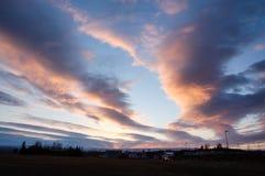 Schemeringzonsondergang, kleurrijke wolk, droog land, IJsland Royalty-vrije Stock Fotografie