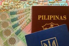 Schengen VISUM med det filippinsk/Ukraina passet Royaltyfri Fotografi