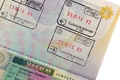 Schengen wiza z przyjazdowym i wyjściowym wejście znaczkiem na Tajlandzkim pas Obrazy Royalty Free