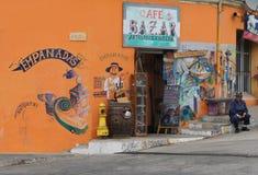 Schenkungssteuer, die empanadas im Paprika verkauft Stockbilder