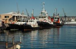 Schepen bij de haven van Cape Town in Zuid-Afrika Stock Fotografie