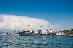 Schepen in de Baai van Sebastopol, de Zwarte Zee, de Krim Royalty-vrije Stock Fotografie