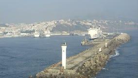 Schepen in de haven van Casablanca marokko stock videobeelden