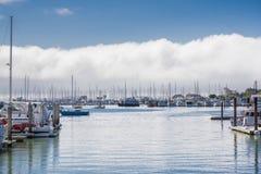 Schepen in de jachthaven in Sausalito, de baai van San Francisco, Californië worden vastgelegd dat Stock Foto