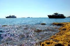 Schepen in de Middellandse Zee stock afbeeldingen