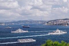 Schepen op Bosphorus in Turkije Stock Fotografie