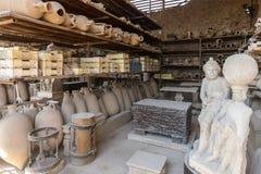 Schepen, potten en een verscheidenheid van artefacten die uitbarsting van de Vesuvius in Pompei overleven royalty-vrije stock afbeelding