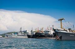 Schepen van de Vloot van de Zwarte Zee van de Russische Marine bij de Baai van Sebastopol Stock Afbeelding
