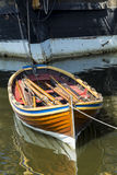 Schepenboot aan Indiaman van het Oosten Stock Fotografie