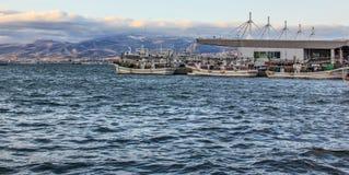 Schepenreserve bij de haven op winderige dag in de Baai van Hakodate Stock Foto