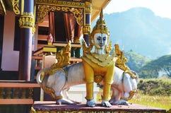 Schepselen van Mythe en Legende in Tai Ta Ya Monastery royalty-vrije stock afbeeldingen