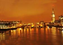 Scherbe-London-Brücke bis zum Nacht Stockbild